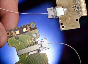 Intel apresenta chip fotônico a laser para substituir fios de cobre