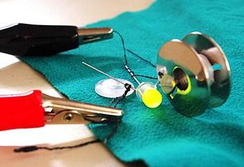 Transistores de algodão abrem caminho para roupas eletrônicas