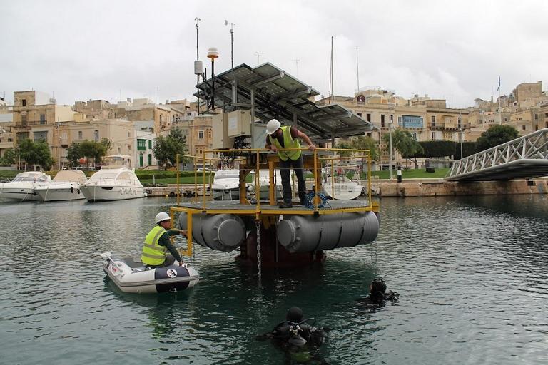 Energia renovável marinha armazenada com ar-comprimido