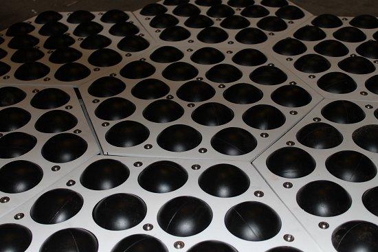 Invento evita evaporação de represas e gera energia