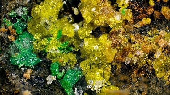 Descoberto o mineral mais complexo da Terra