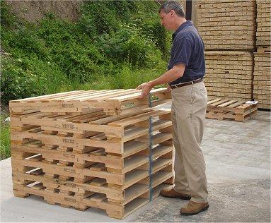 Paletes de madeira vencem paletes de plástico no quesito ambiental, dizem pesquisadores