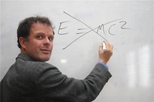 Teoria da Relatividade é ideologia, e não ciência, defende pesquisador