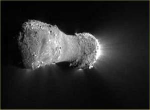 Sonda da NASA sobrevoa cometa Hartley 2