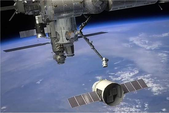 Nave privada Dragon pronta para primeira missão à Estação Espacial