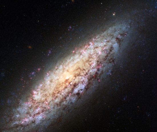 Uma galáxia perdida no espaço