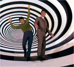 Viagem no tempo com a TARDIS é matematicamente possível