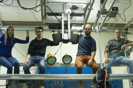 Cientistas estudam buracos negros na banheira
