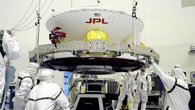 Estudantes descobrem como micróbios contaminam naves espaciais