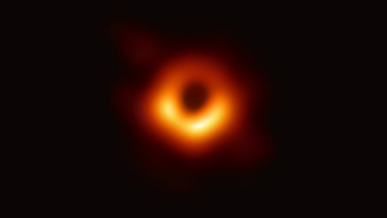 Astrônomos obtêm primeira imagem de um buraco negro