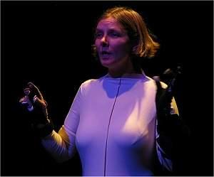 Sintetizador de voz controlado pelas mãos permite falar por gestos