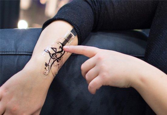 Tatuagem eletrônica comanda celulares e computadores