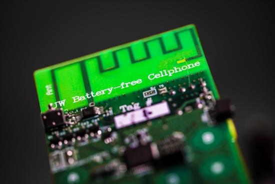 Primeiro celular sem baterias tira energia do ambiente