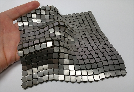 Tecido metálico promete virar moda espacial