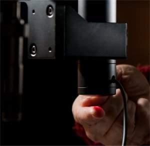 Microscópio com lente líquida enxerga dentro da pele