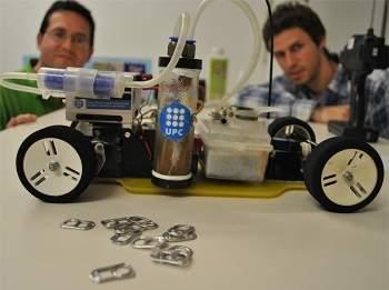 Carro é movido com alumínio de latinhas de refrigerante