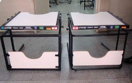 Carteira escolar para cadeirantes inclui com ergonomia
