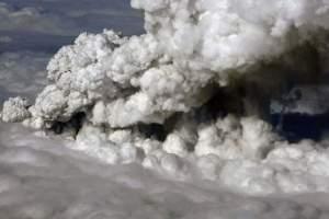 Entenda os perigos de voar em nuvens de cinzas vulcânicas
