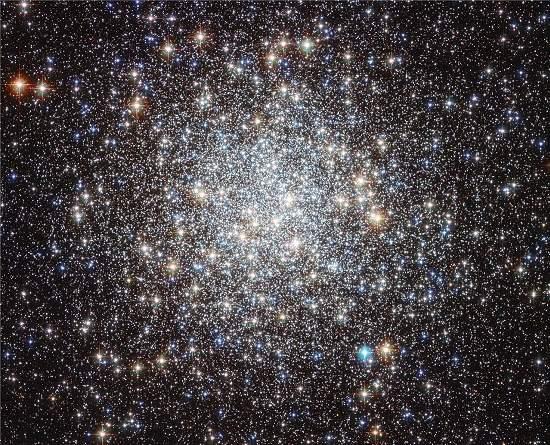 Hubble mostra aglomerado deslumbrante de estrelas