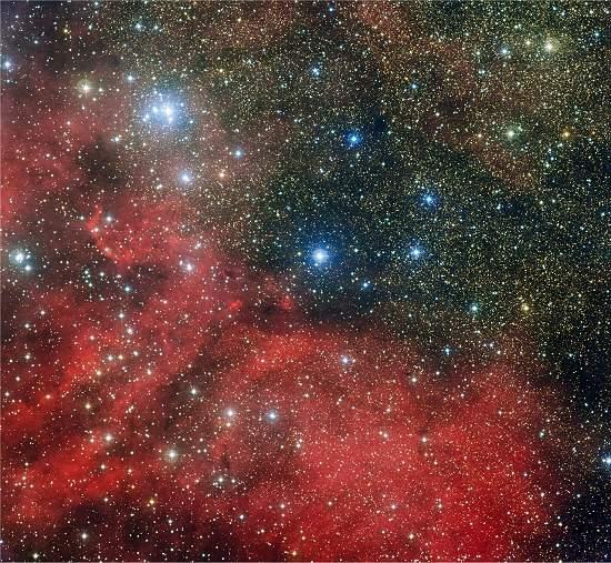 Aglomerado dentro de aglomerado estelar tem chaminé descomunal