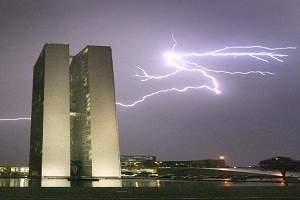 Rede de detecção de raios e tempestades será expandida para todo o Brasil