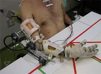 USP cria braço robótico para tetraplégicos