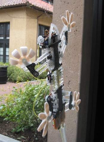 Robô com pés de lagartixa testa tecnologia para viabilizar homem-aranha