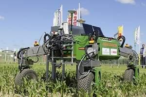 O BoniRob usa um sistema de aplicação de defensivos agrícolas similar ao mecanismo de uma impressora jato-de-tinta. [Imagem: Arno Ruckelshausen]