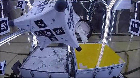 Robô Ouriço agarra-se a asteroides e cometas