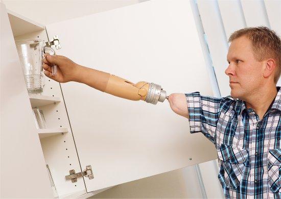 Prótese biônica passa com sucesso pelos primeiros testes