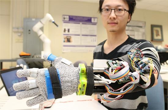 Luva robótica controla tremores de pacientes com Parkinson