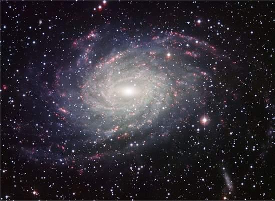 Telescópio ESO fotografa galáxia parecida com a Via Láctea